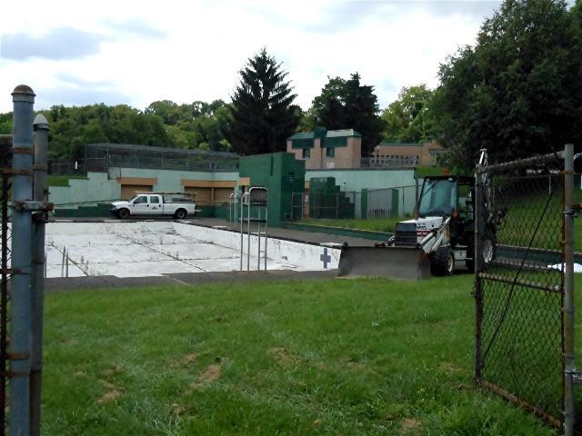 Building the Brookline Park DEK Hockey Rink - 2013